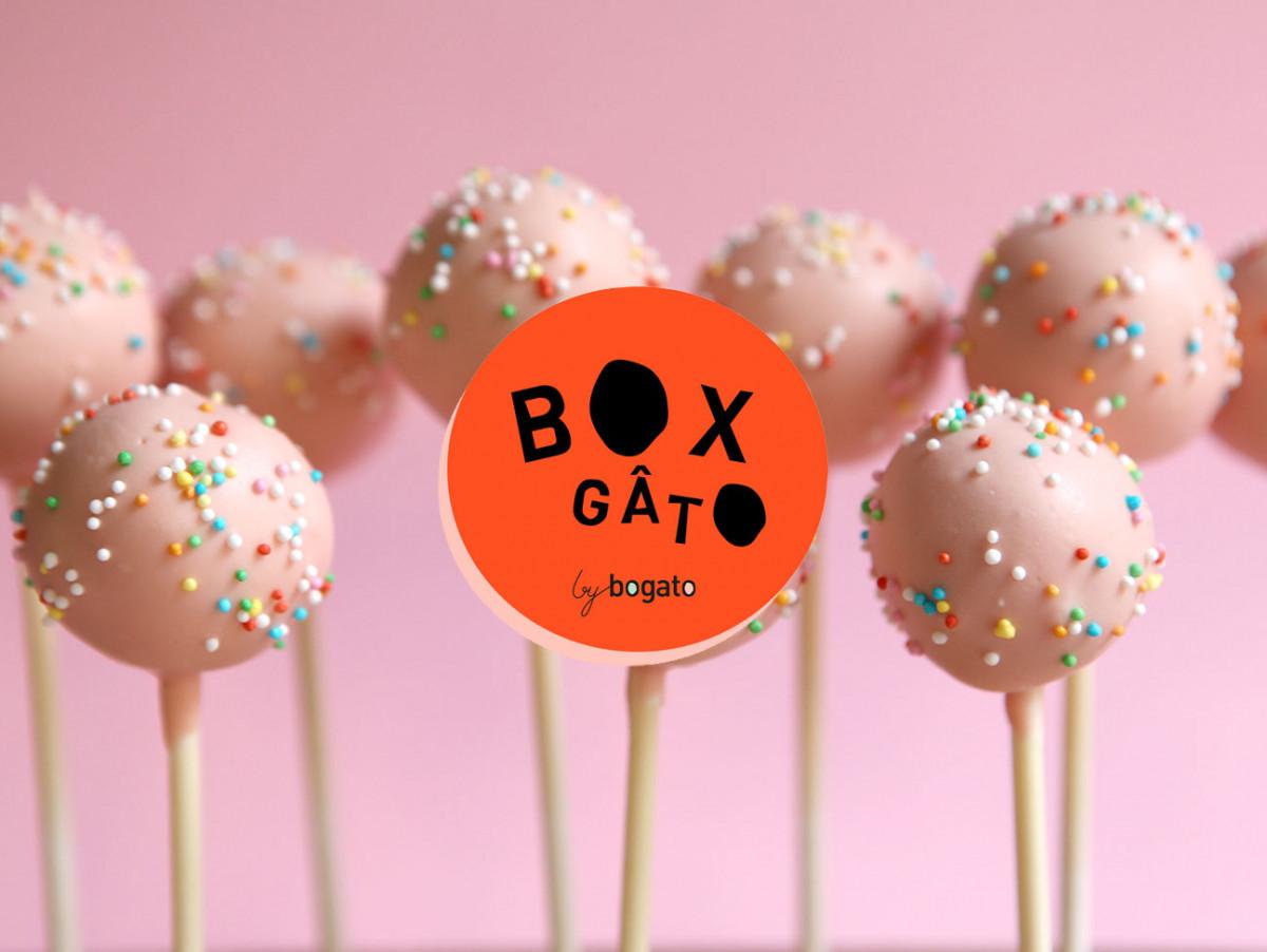 Box composée de 10 cakepops moelleux et/ou moelleux chocolat, en click 1 collect ou en livraison