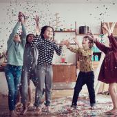 Maintenant qu'on peut le fêter, vous avez envie de rendre encore plus spécial son anniversaire ? Chez Bogato, on a créé un Atelier Guinguette avec boule à facettes et le plein de paillettes : de quoi mettre des sprinkles plein ses yeux.⠀⠀⠀⠀⠀⠀⠀⠀⠀ ...⠀⠀⠀⠀⠀⠀⠀⠀⠀ À l'ordre de ce jour de fête : Atelier de pâtisserie, déballage de cadeaux, soufflage de bougies sur le gâteau Chez Bogato, dinette dans notre vaisselle de fête, coupe de jus de fruits, playlists de musique et sablés à colorier pour ceux qui ne dansent pas, confettis à gogo... La joie, quoi ! On promet une belle gueule de bois le lendemain.⠀⠀⠀⠀⠀⠀⠀⠀⠀ ...⠀⠀⠀⠀⠀⠀⠀⠀⠀ Découvrez tout le programme sur chezbogato.fr, rubrique Votre Atelier Privé 🎉⠀⠀⠀⠀⠀⠀⠀⠀⠀ ⠀⠀⠀⠀⠀⠀⠀⠀⠀ Photos : @milk_magazine @olivier.fritze