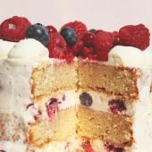 Notre pâtisserie reste grande ouverte 🎉 ⠀⠀⠀⠀⠀⠀⠀⠀⠀ Pour vos commandes de Gâteaux de mini-fêtes, pour une envie de petites pâtisseries, pour vous faire livrer au parc votre Box Apéro Gâto, pour venir chercher en click&collect votre Box of Cookies, pour le plaisir de venir nous dire Hello... On est là, on tient bon.