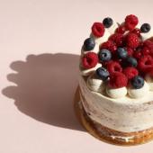 Notre pâtisserie festive continue de danser et de créer vos beaux Gâteaux pendant ce nouveau confinement. Passez-nous voir et laissez-vous surprendre par nos créations / Commandez vos pâtisseries, vos goûters ou vos Gâteaux en ligne / Faites-vous livrer des sablés partout en France... Vous faites comme vous voulez : nous, on est open. 🎉
