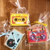 On est OPEN ! Back to school en musique avec notre collection de sablés décorés à la main qui swingue. #platine #boombox #cassette #vintage #rocknroll #pop ... À dévorer à Chez Bogato Denfert 📍7 rue Liancourt Paris XIV  ... Du mercredi au samedi de 11h à 19h