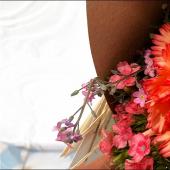 Toutes les semaines, nous recevons un bouquet de fleurs comestibles, beau et bon. Et là, on craque complet pour notre bouquet de la semaine : un Oeillet commun pour faire une gelée de raisin-oeillet, des Oeillets du poète pour faire une belle salade de fruits & oeillets, et des Myosotis pour réaliser des Cupcakes fleuris.⠀⠀⠀⠀⠀⠀⠀⠀⠀ ⠀⠀⠀⠀⠀⠀⠀⠀⠀ Nos bouquets sont tous à offrir avec leur petite fiche recette, qui décrit comment les cuisiner et les pâtisser. Et c'est à retrouver ex-clu-si-ve-ment dans notre pâtisserie.⠀⠀⠀⠀⠀⠀⠀⠀⠀ ⠀⠀⠀⠀⠀⠀⠀⠀⠀ On aime 💝
