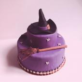 On enfourne son balai 🧹et on passe commande d'un Gâteau super flippant pour sa fête d'Halloween. #memepaspeur⠀⠀⠀⠀⠀⠀⠀⠀⠀ ...⠀⠀⠀⠀⠀⠀⠀⠀⠀ 🔮Découvrez notre Carte délicieusement flippante sur chezbogato.fr : choisissez votre thème, votre recette, votre personnalisation... et surtout : ne tremblez pas.⠀⠀⠀⠀⠀⠀⠀⠀⠀ ...⠀⠀⠀⠀⠀⠀⠀⠀⠀ Halloween Party @chezbogato, du 15 octobre au 7 novembre. #miaaaaaaaaaaam