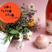 Notre Box Apéro Gâto & Fleurs ! Découvrez deux pâtisseries de Chez Bogato, qui se marieront à merveille avec notre Bouquet de fleurs comestibles de saison & avec l'une de nos bouteilles de pétillant naturel. Nous avons créé une Cave à bulles exceptionnelle, avec des pétillants naturels & champagnes zéro dosage sélectionnés par une sommelière en association avec nos recettes. C'est ça, une véritable mesure d'urgence.⠀⠀⠀⠀⠀⠀⠀⠀⠀ ...⠀⠀⠀⠀⠀⠀⠀⠀⠀ Cette Box est composée de :⠀⠀⠀⠀⠀⠀⠀⠀⠀ x Un bouquet de fleurs comestibles en partenariat avec @Fleurivore livré avec toutes les recettes décrivant comment utiliser votre bouquet en recettes sucrées ou salées⠀⠀⠀⠀⠀⠀⠀⠀⠀ x Deux pâtisseries de saison & incontournables de Chez Bogato à découvrir ou à redécouvrir⠀⠀⠀⠀⠀⠀⠀⠀⠀ x Une bouteille de pétillant naturel spécialement sélectionné en association avec cette recette pour découvrir un cépage et surtout, une façon différente de faire des bulles.⠀⠀⠀⠀⠀⠀⠀⠀⠀ ...⠀⠀⠀⠀⠀⠀⠀⠀⠀ Box Apéro Gâto & Fleurs, à se faire livrer dès demain en la commandant sur notre website, 45€.