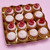 Et pour fêter ça, vous pouvez aussi chopper notre sélection estivale de pâtisseries à butiner tout nu au soleil. Ici, notre plateau de Mini Cupcakes Pink avec biscuit moelleux à la vanille, ganache montée à la rose & framboise fraîche.⠀⠀⠀⠀⠀⠀⠀⠀⠀ ...⠀⠀⠀⠀⠀⠀⠀⠀⠀ Nos pâtisseries de l'été sont à retrouver dans notre pâtisserie et sur chezbogato.fr ☀️⠀⠀⠀⠀⠀⠀⠀⠀⠀ 💕Plateaux de mini-miams à partir de 19,20€