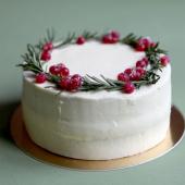 Last call pour un aller direct en Laponie : commandez Chez Bogato vos beaux gâteaux de Noël 🦌 ... Pour terminer en beauté un repas de fête, on partage en famille ou entre amis notre nouvelle recette de Noël :  biscuit Angel cake aérien, parfumé avec une chantilly au romarin (aux vertus digestives ☝️) et offrant une belle vivacité avec ses baies rouges, groseilles, myrtilles & cassis. ... En commande uniquement, sur chezbogato.fr ou dans notre pâtisserie festive 🎉 ... A partir de 69€, avec votre personnalisation.