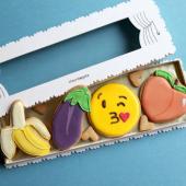#subtil 🍌 🍑 🍆 😘💦 ... Collection éphémère à chopper dans notre pâtisserie du Marais ou à commander via notre website & directement se faire livrer pour sa soirée #netflixandchill ... #withlove #valentinescookies 👌