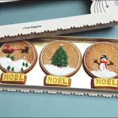 🎄Parce que cette année plus que tout, nous aurons besoin de cadeaux bons, beaux, gourmands et réconfortants.⠀⠀⠀⠀⠀⠀⠀⠀⠀ ...⠀⠀⠀⠀⠀⠀⠀⠀⠀ Découvrez notre sélection de cadeaux sur notre website ou dans notre pâtisserie, située 5 rue Saint-Merri à Paris ! Ici, notre Coffret de trois sablés Boules de Noël, décorés à la main, à la vanille & fleur de sel, 22 €.⠀⠀⠀⠀⠀⠀⠀⠀⠀ ...⠀⠀⠀⠀⠀⠀⠀⠀⠀ Une bonne nouvelle ? Le Père-Noël livre nos sablés dans le monde entier #magiedenoel #allezonycroit