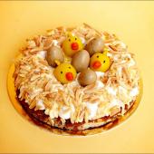 Le Gâteau qui fait cuicui : un nid de Pâques, plein de fraîcheur et de bonne humeur (et ça, ça ne se refuse pas), avec biscuit madeleine, crème mousseline infusée aux zestes de citron, crème citron & myrtilles 🍋⠀⠀⠀⠀⠀⠀⠀⠀⠀ ...⠀⠀⠀⠀⠀⠀⠀⠀⠀ Si vous voulez le mettre sur votre table de Pâques, il faut le commander dès maintenant ! Vous pouvez même le personnaliser d'un petit mot, directement via notre Website. Et franchement, manquer ça ce serait cloche.⠀⠀⠀⠀⠀⠀⠀⠀⠀ #paques #niddepaques #nudecake #cuicuicui