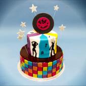 Mardi night fever 🕺⠀⠀⠀⠀⠀⠀⠀⠀⠀ ...⠀⠀⠀⠀⠀⠀⠀⠀⠀ Commandez vos Gâteaux sur-mesure avec nous, pour swinguer jusqu'au bout de la fête. 💌sur-mesure@chezbogato.fr