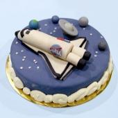 Votre brief : 🚀 👽🌔🧑🚀✨🪐💙🎊 🇺🇸🌎💥🛸🎆🔭 ⠀⠀⠀⠀⠀⠀⠀⠀⠀ - Notre gâteau sur-mesure pour vous.⠀⠀⠀⠀⠀⠀⠀⠀⠀ ...⠀⠀⠀⠀⠀⠀⠀⠀⠀ 🧬 sur-mesure@chezbogato.fr
